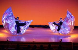 1-13.ナチュラルダンス(ISOKUMI)|古代エジプトのイシス神がコンセプトのベール「イシス ウィング」で、空間を使った美しいダンス。舞台ならではの作品