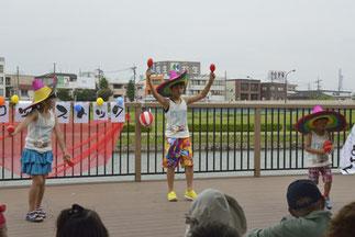2.リズム&ダンス|ISOKUMIクラス。クレヨンしんちゃんの曲でメキシコ風かな?帽子も最高!