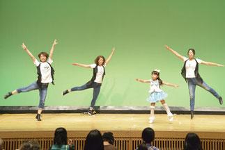 13.あやはと大人達|土曜『プリンセスジュニア』&金曜『ジャズ初級』(講師ゆーみん)。可愛いジュニアの元気いっぱいのダンスと大人の素敵なコラボ。