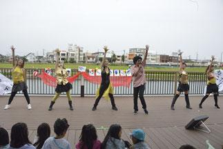 19.新坂淳一|音響さんの歌う、やたら上手い「ゴールドフィンガー」とベテランバックダンサー達。