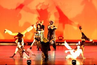 2-09.ジャズバレエ(metan)| 悪者とのバトルのシーン。迫力あるダンスで引き付けました。