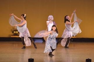 1-14.ガンダーラ。クロイツの歌姫沙織ちゃん。西遊記と言えば、の曲をムード一杯にダンスと一緒に盛り上げました。