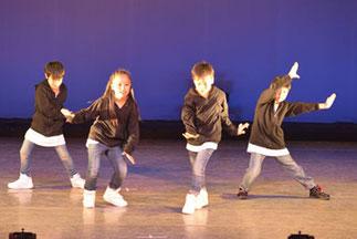 1-02.ヒップホップキッズ (Lickin)|小さい体でも元気一杯!難しい踊りも大きく踊っていました。
