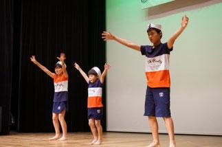11.木曜『リズム&ダンス』講師ISOKUMI|夏らしいダンスでいつも癒し系のクラスです。