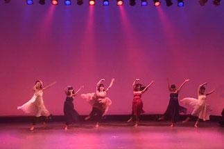 ナチュラルダンスクラスの美しいジャズダンス