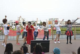 17.越山さんWITHビクトリー|真っ赤な太陽のカラオケとバックダンス。クロイツイベントならではの、幅の広さ!