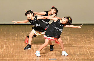 09.Sparkling|新田のサークルの3人組。可愛いダンスで元気に!