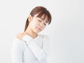 石灰沈着性腱板炎(肩関節石灰沈着症)は少し動かしただけで強烈な痛みが生じることがあります。