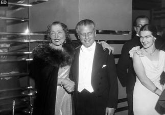 1933 T. Pigalle. Cecile SOREL et Max REINHARDT.