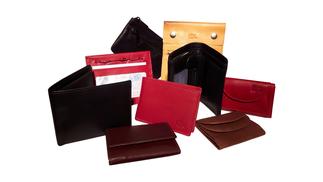 Kleine Portemonnaies und eine große Auswahl. Ob mit großem oder kleinem Kleingeldfach, in rot, schwarz oder braun  - hier finden Sie ihr kleines Portemonnaie.