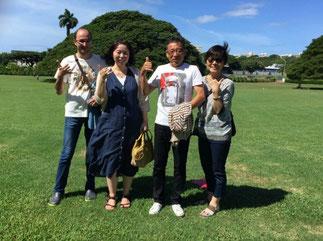 ハワイ オアフ島の貸切観光にてモアナルアガーデンズにてこの木なんの木の観光 日本人ガイド付きでご家族4名様で観光