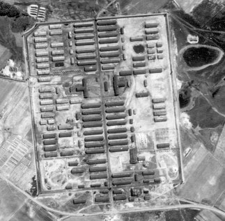 Luftaufnahme des Stalag X B. Foto: Royal Air Force, 9.4.1945. The National Archives, London, TNA AIR 40/231, 16/2003 Frame 3203