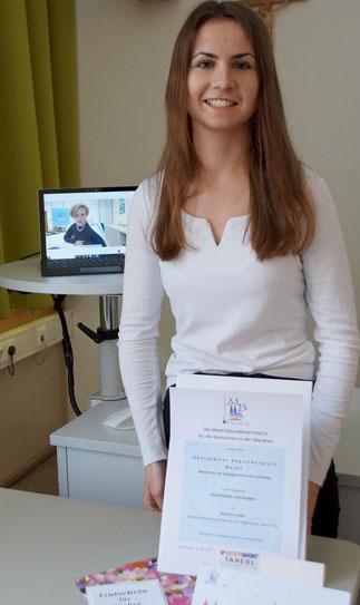 """Jasmin Liebl, 10 A, Preisträgerin des 1. Oberpfälzer Realschulpreises 2021 in der Kategorie """"Schulische Leistungen"""""""