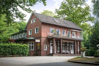 Frontansicht vom Eingangsbereich des Kurhaus Güthenke 2013
