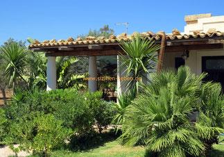Ein sizilianisches Ferienhaus im äolischen Stil gebaut