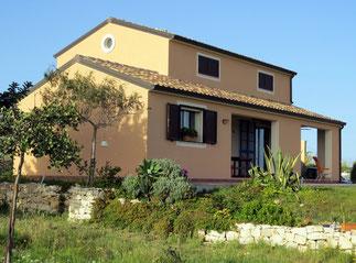 Ferienunterkunft für zwei Personen mit Blick über das Meer und den Hafen von Portopalo di Capo Passero