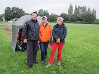 Hilda Oppermann, Burga + Michel Schumacher in der Regenpause bei Odin