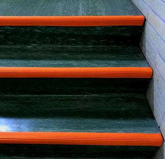 階段安全、滑り止め