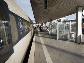 """Letzter Halt Puttgarden: einer der letzten dänischen EC-Züge vor dem Verladen auf die """"Vogelfluglinie"""". Foto: C. Schumann, November 2019"""
