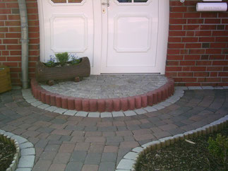 Eingangspodest aus Natursteinen
