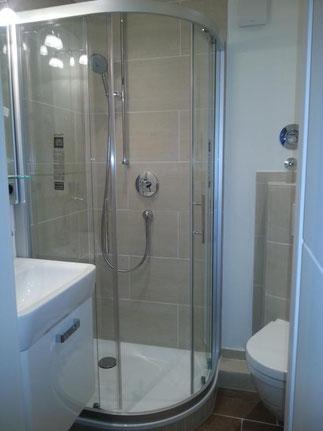 Ein kleines, aber modernes Badezimmer nach der Renovierung