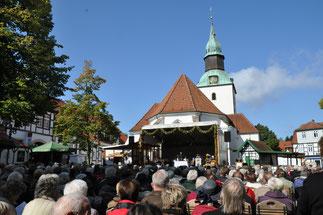 Historischer Markt Bad Essen - Plattdeutscher ökumenischer Gottesdienst auf dem Kirchplatz