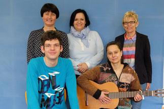 Marco Faller und Christine Maaß vor Gerlinde Sturm,Sonja Bergold und Theresa Altmann.Foto: BRN/Sturm