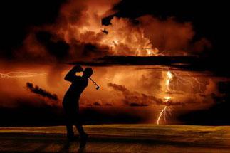 Sommerzeit ist Gewitterzeit – Vor allem im Freien sollten sich Sportler vor  Donner und Blitzen frühzeitig in Sicherheit bringen Quelle: WetterOnline