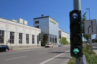 Archivbild: Neuartige Fahrradstreifen und Fahrradampeln wurden z.B. im Bereich Lammsbräukreuzung installiert Foto: Dr. Franz Janka/Stadt Neumarkt