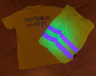 Fluorescence d'un gilet jaune sous éclairage UV