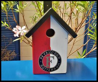Houten nestkastje, nestkastje Feyenoord Rotterdam. handgemaakt, uniek leuk vogelhuisje