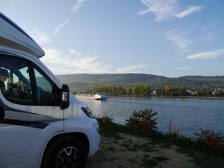 nachmittäglicher Blick auf den Rhein von Bingen aus