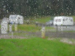 Regen, Regen auf dem Campingplatz in Abbey Wood