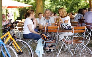 Gesellig, umweltfreundlich und komfortabel: Mit dem Fahrrad zum Weinfest und in den Biergarten, rät der ADFC Rheinland-Pfalz © ADFC/Marcus Gloger
