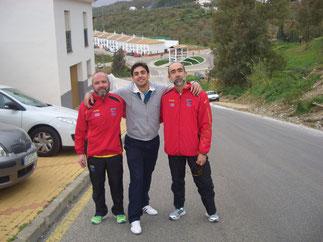 De izq. a der. Juan Valera, Carlos Maillo y Dionisio Flores en los momentos previos a la prueba.