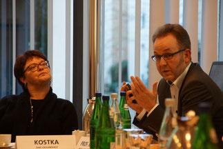 Zwei der Diskussionsteilnehmer: Prof. med. Knut Kröger, Helios/ICW, und Gabriele Kostka, DAK Gesundheit (Fotos: BVMed)