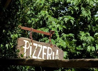 eine Pizzeria versorgt hier mehrere Dörfer