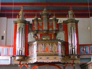 die antike Orgel aus 17. Jhd.