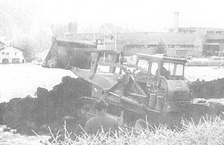 """Juli 1973: Die """"Hubmann""""-Bagger wollten ohne Genehmigung gleich Tatsachen schaffen."""