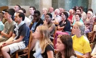 Rassemblement des jeunes du pèlerinage En Hent au Cloître St Thégonnec, ce mardi 22 août