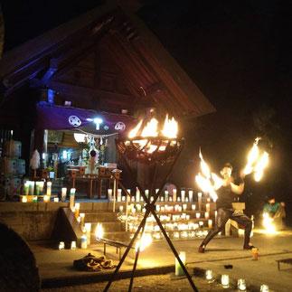 十社大神の拝殿前でファイアーイベント「炎勝儀」