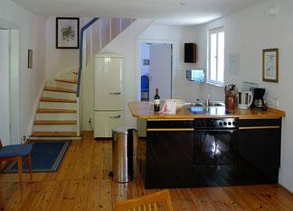 moderner Kochplatz in der großen Wohnküche