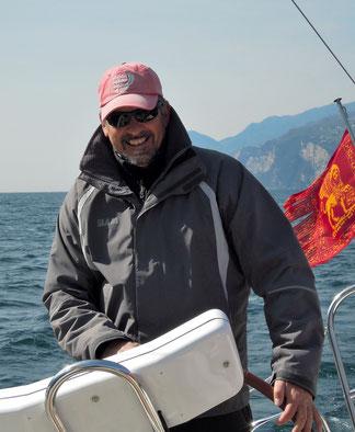 Sul Lago di Garda al timone della mia barca, Thin blue line...