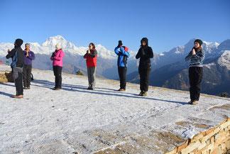 Poon Hill Yoga Trek in Nepal, Namaste zum Sonnenaufgang in Poon Hill View Point; Yoga Urlaub in Nepal, Yoga Trekking in Nepal