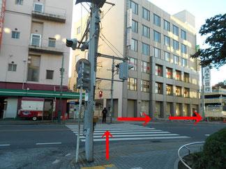 横断歩道と八十二銀行画像