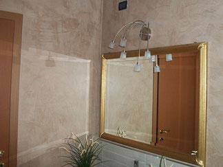 Pareti bagno eseguite con la tecnica della decorazione  murale stucco a base di grassello di calce