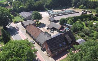 Landwirtsschaftlicher Betrieb im 21. Jahrhundert. Milchviehbetrieb mit Mutterkuhhaltung in Niedersachsen