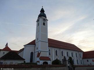 St. Michael, Attel