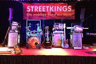 """Streetkings """"Karren"""" mobile Band auf der Bühne"""