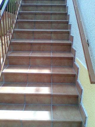 Escaleras de exterior construcci n obras y reformas valls for Bajo escalera exterior